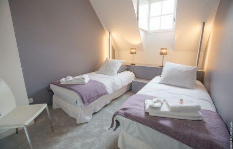 Chambre avec deux lits simples de la Suite Philippe