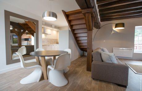 Salle à manger moderne et salon confortable du meublé de vacances Philippe à Cheverny