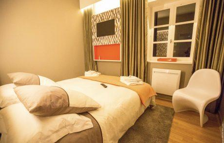 Chambre parentale avec lit double de la Suite Marguerite
